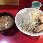 蒙麺 火の豚 - つけ麺のヤサイ増し、アブラ増し、味濃い目