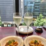 チーズ×チーズ Bistro HAYASHI - ワイン飲み放題 時間無制限¥1500(税込)と お通しのタパス¥324(税込)