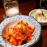 酒と味噌煮込み 味噌煮込罠 - キムチ