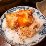 酒と味噌煮込み 味噌煮込罠 - 玉子のせご飯