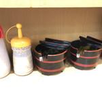 マルキ食堂 - 鰹節、ゴマだれ、漬物