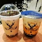 110779974 - 左は盆栽奶茶タピオカミルクティーRM9.7、右は温かいふわもち黒糖タピオカにハマる黒糖タピオカラテRM12.9