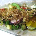 市場食堂 さかなや - 焼き野菜とアボカドサラダ(自家製ニンニクドレッシング)¥880