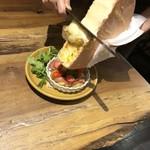 ほくほく北海道ジャガ芋のオーズン焼き、ラクレットチーズかけ