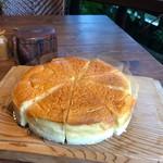 自家製 ふんわりスフレチーズケーキ