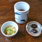 本場讃岐うどん むら泉 - お茶とつきだし・2011/12