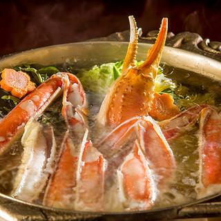 """秘伝の出汁で味わう""""かにすき""""。〆の雑炊までご堪能ください"""