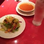サライ - サラダとトマトスープ