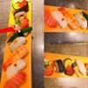 回転寿司 鮮 - 料理写真:長い板に載った11貫の握り寿司
