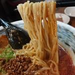 Domannaka - 夏&火金日限定「カレー担々豚骨らーめん」の麺のアップ