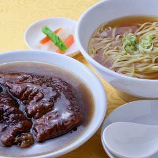 醤油清湯のスープに自家製麺が絡む逸品!!