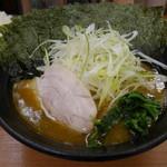 横浜らーめん 若武者 - 料理写真:白ネギらーめん750円+海苔まし50円