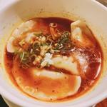 まぜる - 麻辣醤油スープ餃子¥520。
