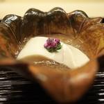 道人 - ごま豆腐は歯を押し返すほどの弾力感。