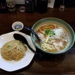 110839526 - 魚出汁ラーメン+半炒飯