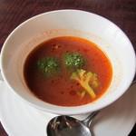 テアトロ - 料理写真:サイコロサーロインステーキとガーリックライス(ランチパスポート利用) の スープ