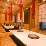 清香園 - 最大30名入れる個室は掘りごたつになっていて、ゆったりとお食事できます。