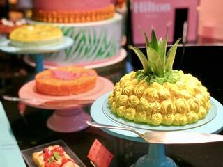 インプレイス 3-3 ヒルトン名古屋 - ダブルチーズケーキ、トロピカルショートケーキ