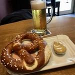 110843967 - Classic Leberkas (Klassisches Leberkäs Brät)  +  Brezel  +  Bier