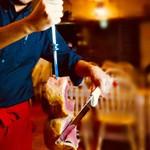 シュラスコ&ビアレストラン ALEGRIA - ◆パサドールという専属のスタッフがテーブルまでサーブいたします。
