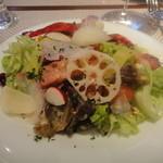 ビストロ ダイア - 前菜の砂肝のコンフィ入りサラダ
