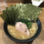 横浜ラーメン弐七家 - 料理写真:昨日のラーメンと同様のバランス型です