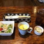 110850902 - ランチのサラダ・スープ・小鉢・ドリンク