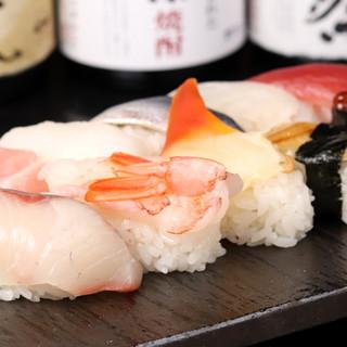 """朝まで寿司が食べられる、深夜の贅沢な""""一貫"""""""
