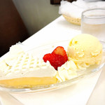 110861779 - レモンタルトとアイスクリーム