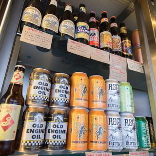 ビン、缶ビールも約80種類常備!