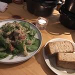 BUBU - 豚耳豚ほほルッコラのサラダ
