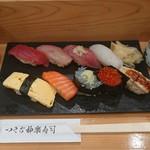 つきぢ神楽寿司 - 握りセット一人前¥900-