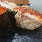 つきぢ神楽寿司 - 赤酢のすし飯