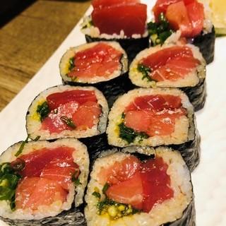 久松屋名物生本マグロ太巻き寿司