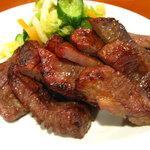 清野太郎 - じっくり炭火で焼き上げたやわらかジューシーな厚切り牛タン焼き。