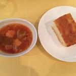 ラ・ベットラ・ペル・トゥッティ - スープと自家製フォカッチャ