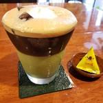 とむ - アイス抹茶ミルク珈琲(溢れてる笑)