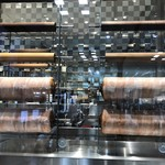 クラブハリエ B-スタジオ - バームクーヘンが陳列されています 作り物かな?