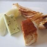 ポンテミラボー - リンゴのタルト、プリン、キーウイのジェラート、フルーツ