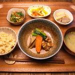 Apsara Cafe - 料理写真:アプサラ定食 ランチでは1000円 夜はプチデザートがついて1200円