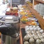 櫻屋 - ずらっと並ぶお惣菜カウンター
