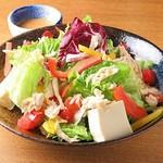 蒸し鶏と豆腐のゴマサラダ