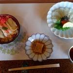 琴弾荘 - 義母の好きなちらし寿司とフグの刺身