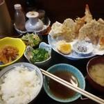 絹川 - 揚げたて 天ぷら定食