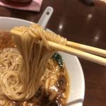 湖陽樹 - 細麺です。結構…量あります。