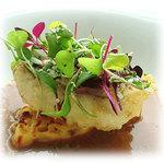白金シェ・トモ ナチュラル キュイジーヌ - 産地直送磯魚をすりつぶしてゆっくり煮込んだブイヤベーススープ 本日の白身魚のベニエを添えて
