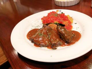 バールエスパニョール - ・Bランチ 1,010円 (牛肉のハーブグリルデミグラスソースとタラのピカータトマトソース)ライス・スープ付き