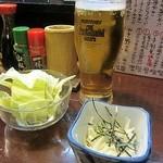 ふいご - 料理写真:取り敢えずの生!カールスバーグ、突き出しは山芋を刻んだもの