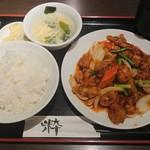 龍驤 - 豚肉と野菜の黒胡椒炒め¥800-