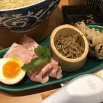 110947784 - レアチャーシュー、豚時雨煮、ちりめん山椒、味玉(神田「むぎくらべ」出店)